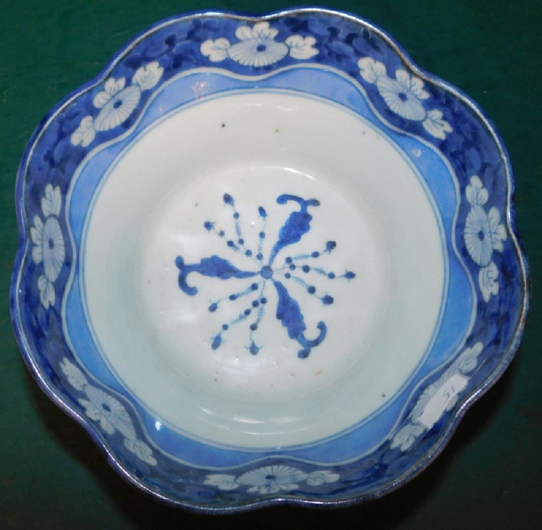Chinese B & W scalloped edge bowl on stand - 2