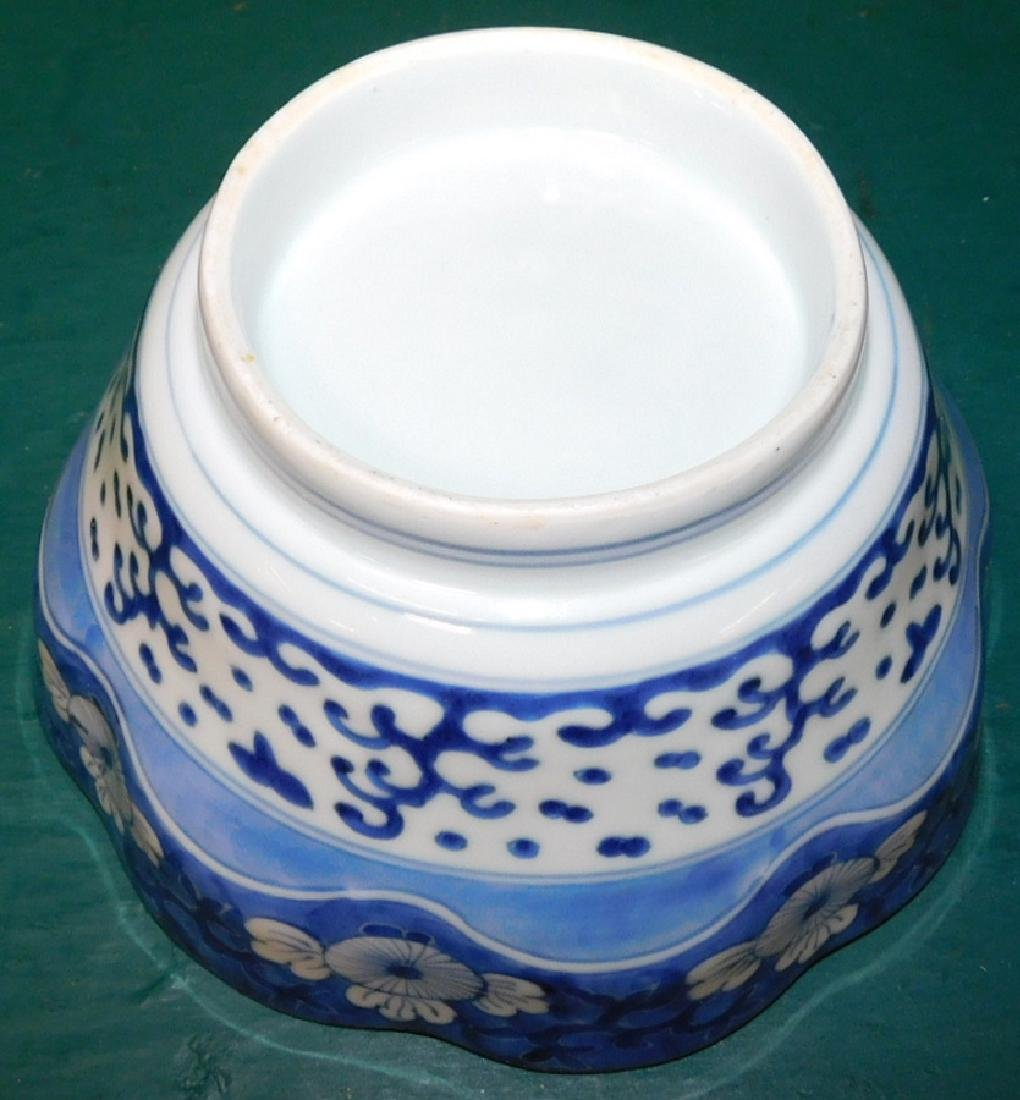 Chinese B & W scalloped edge bowl on stand - 3