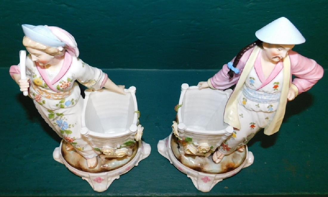 2 porcelain figures - 2