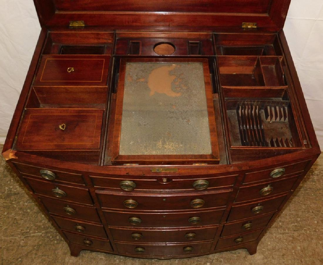 19th C mahog bowfront fitted dressing table - 4