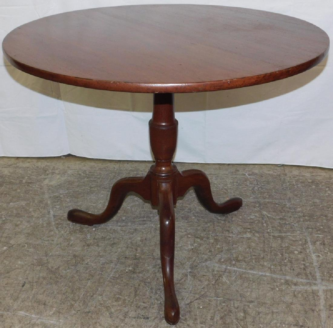 18th c Queen Anne mahogany tilt top table