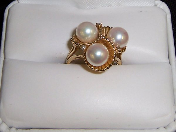 29: 14k gold Mikimoto pearl ring