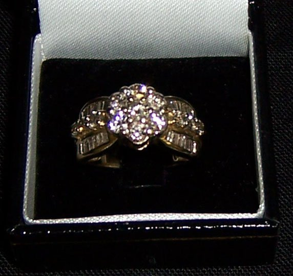 18: 10K diamond yellow gold diamond dinner ring