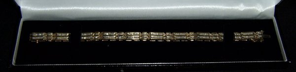 "21: 10K Ladies diamond bracelet (7 1/2"")"