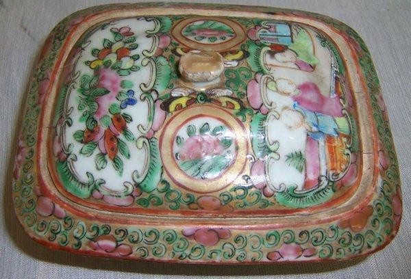 20: 19th century Rose Mandarin covered box