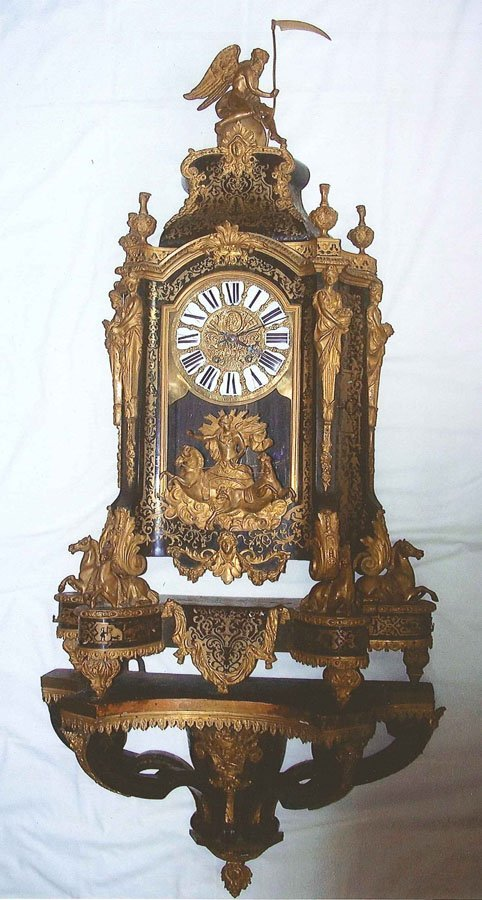 448: French bronze and inlaid Boulle clock with shelf