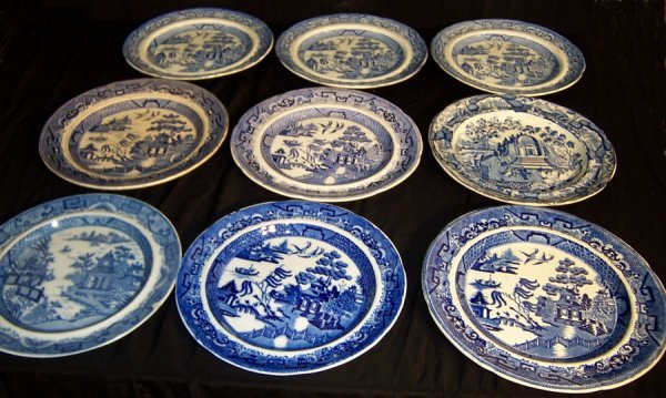 4: (9) Miscellaneous Blue Willow and soft paste plates