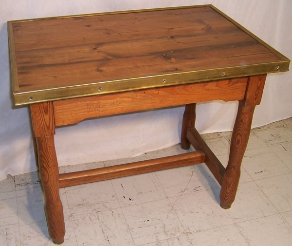 18: French T-stretcher base country table
