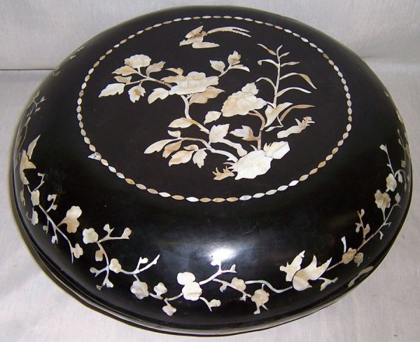 9: Mother of pearl inlaid paper Mache' box