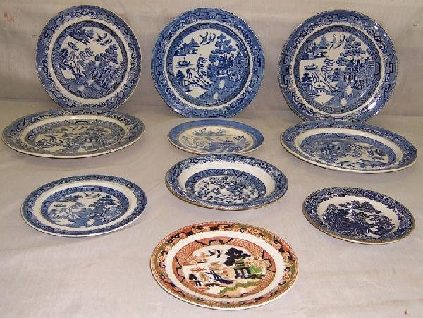 10: 10 Blue Willow plates and saucers.