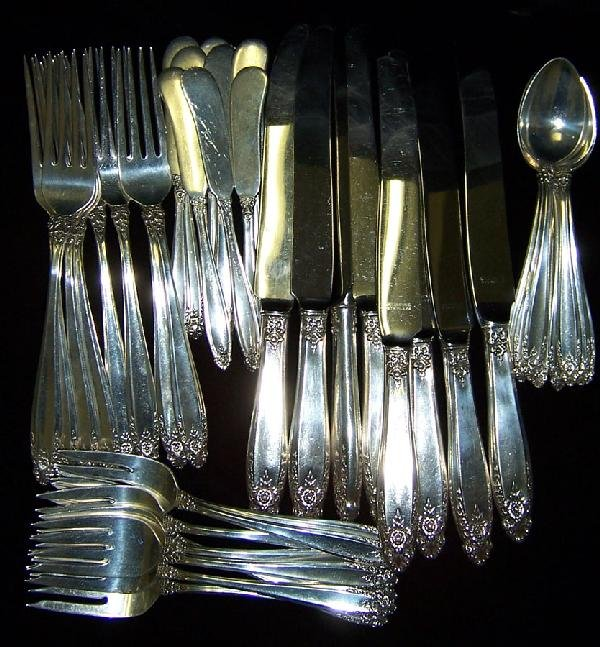 """18: 40 pieces of """"Prelude"""" flatware. 43 troy oz."""