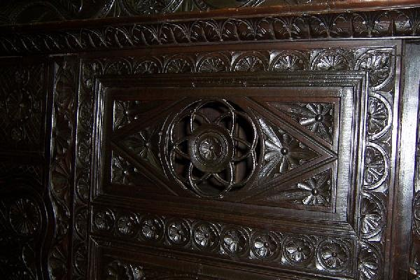 306: 18th century carved Jacobean style wall cupboard. - 4