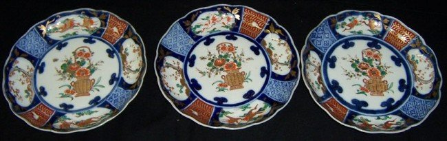 4: 3 Imari plates .Circa 1900.