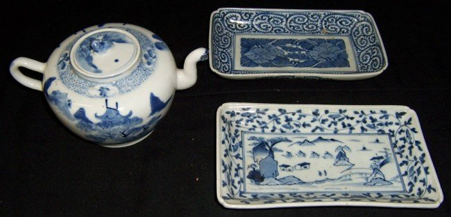 9: 2 blue and white trays and export tea pot.
