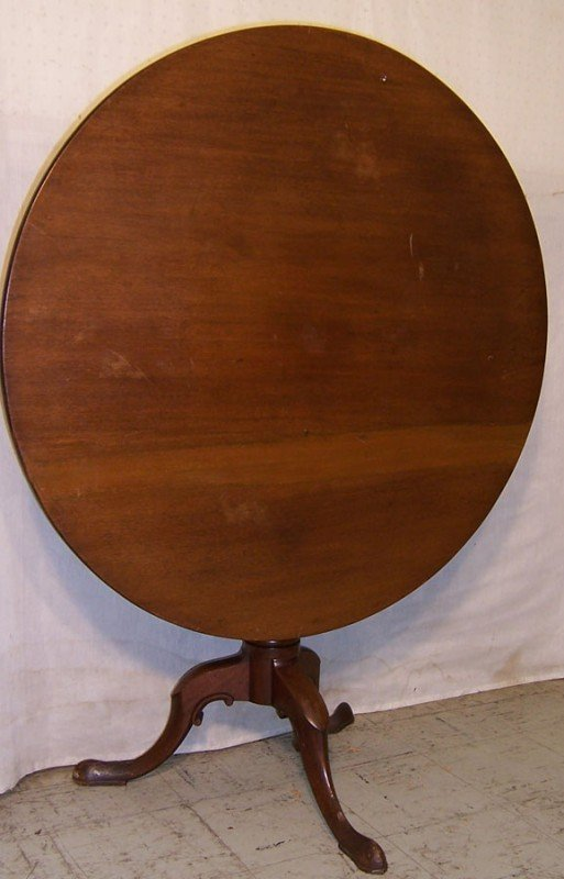15: Queen Anne mahogany tilt top table.