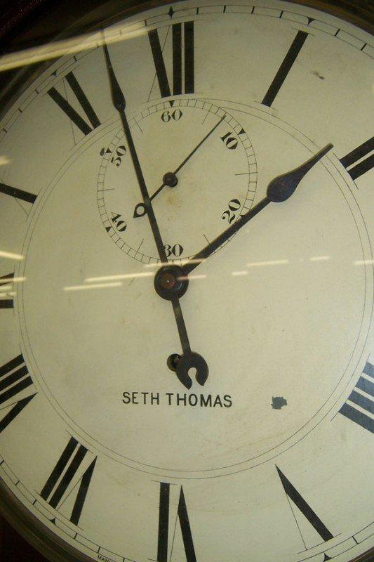 332: Seth Thomas wall clock, time only. - 3