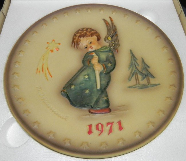 "1: 1971 Hummel Plate, ""Heavenly Angel"" w/ box."