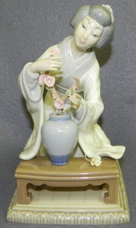 "Lladro ""Japanese Flower Arranger"" Figurine."