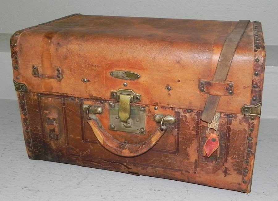 22: M.C Lilley & Company, leather travel case.
