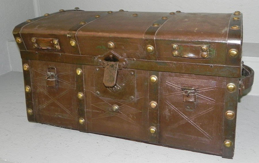 23: Nice leather travel case with tray.