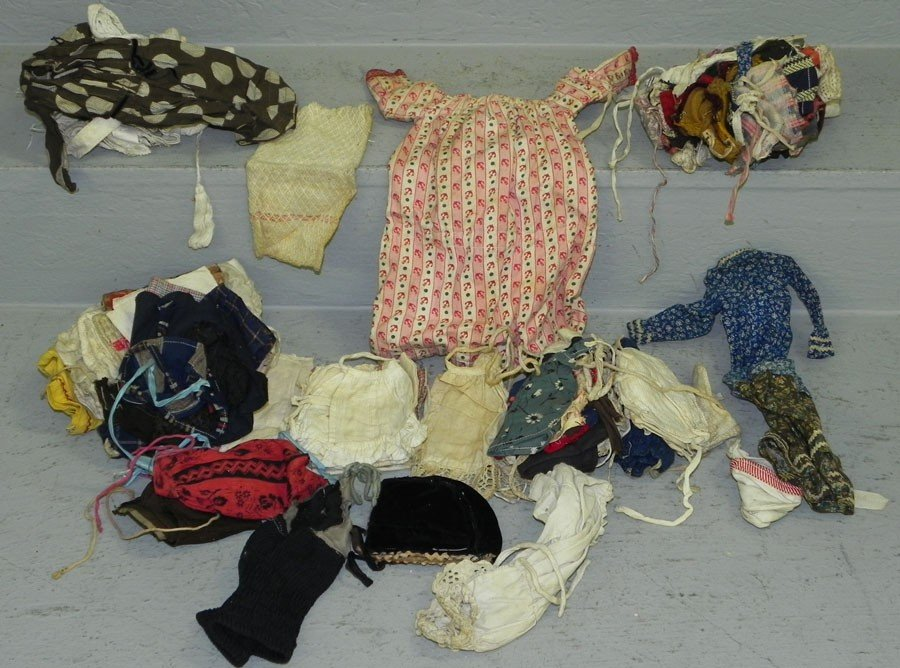 16: Lot of handmade doll clothing & related piecework .