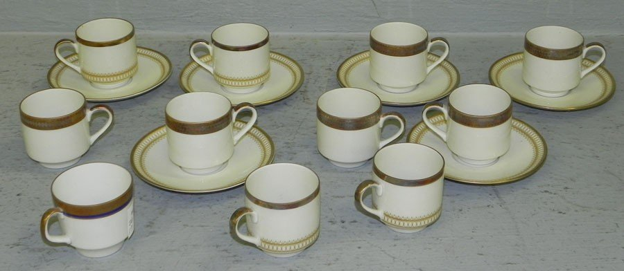 17: Lot of Bavarian cups and saucers.