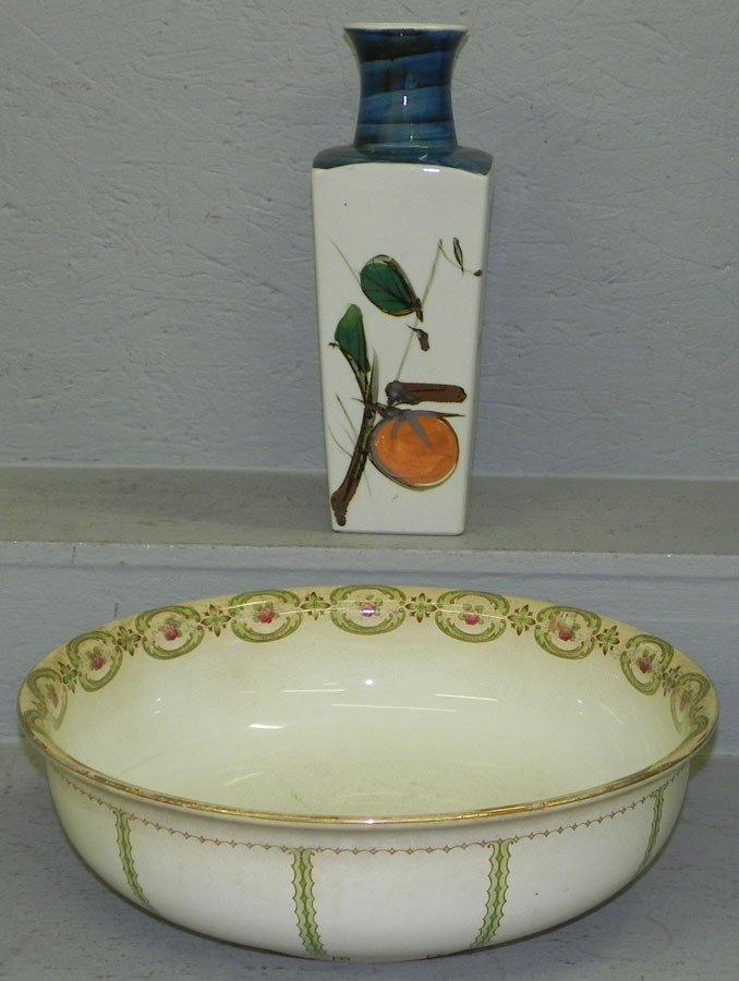 20: Japanese vase and large antique bowl.