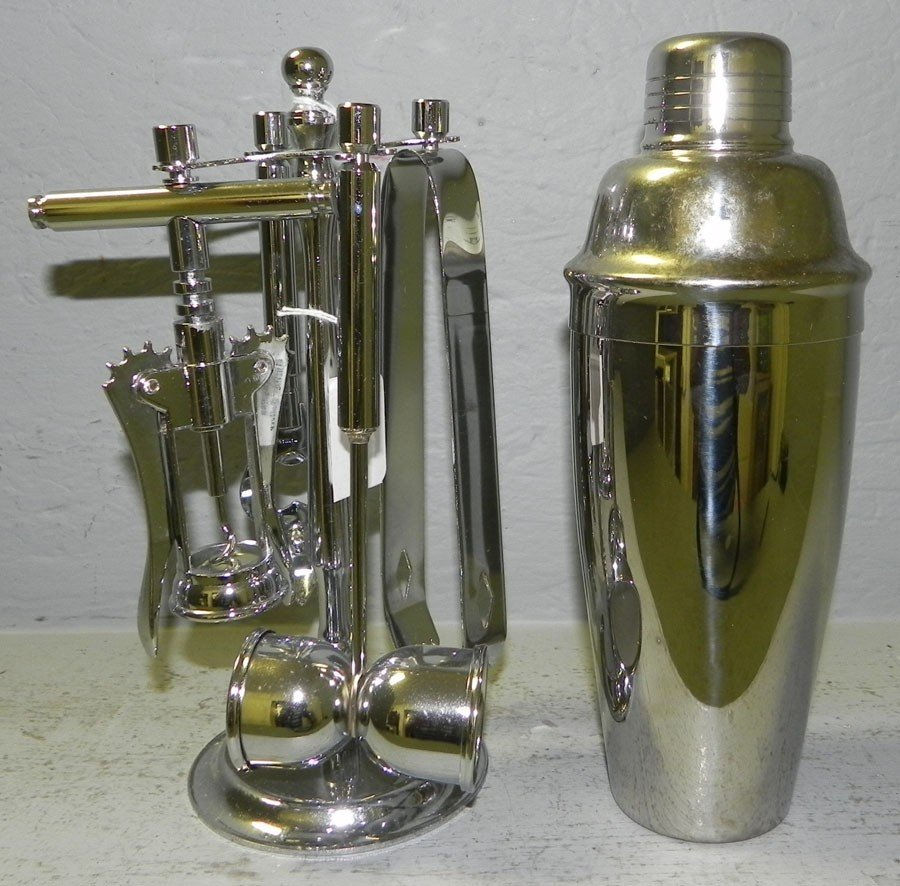 23: Silver plate bar set with cocktail shaker.