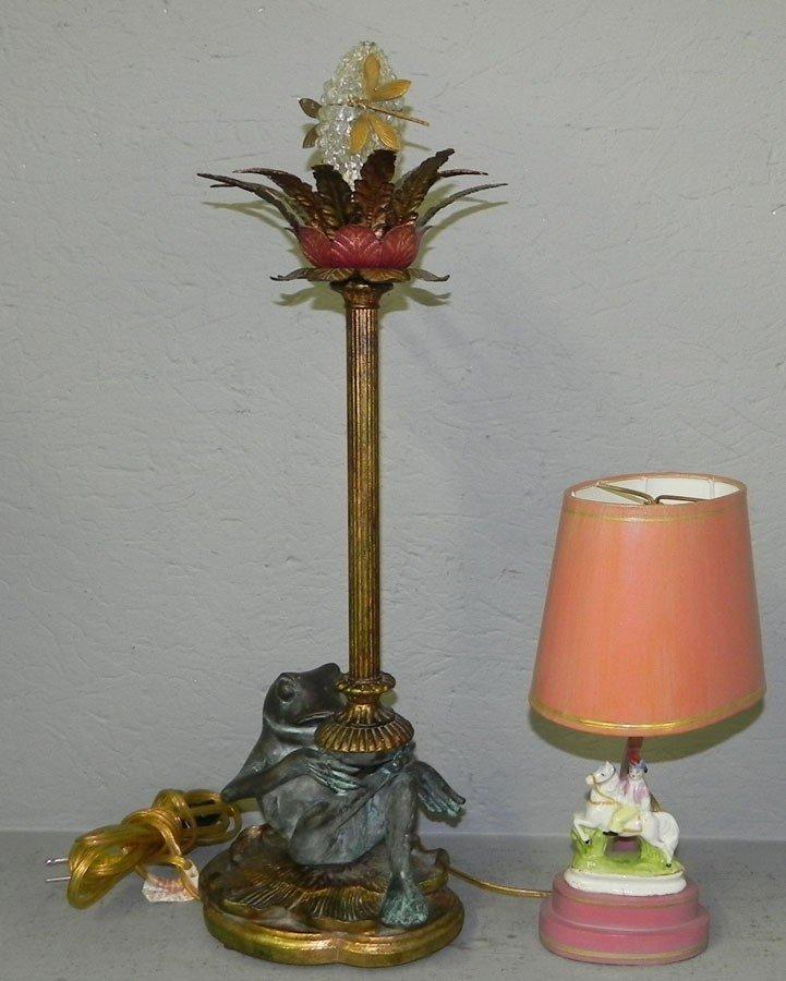 87: Porcelain figurine lamp and frog decorator lamp.