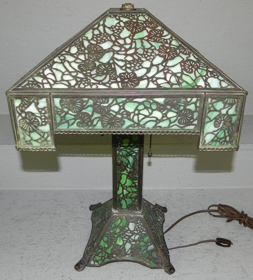 414: Slag glass lamp attributed to Handel