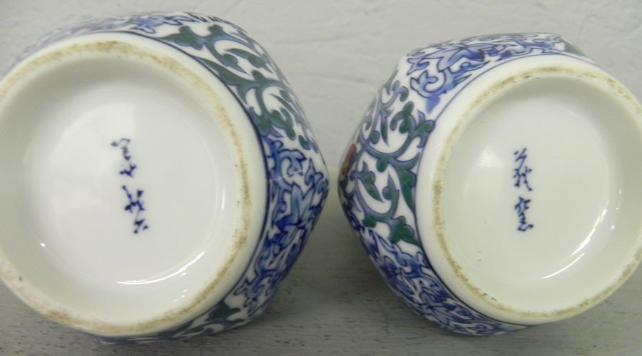 433: Pair of Oriental blue decorated gourd vases. - 2