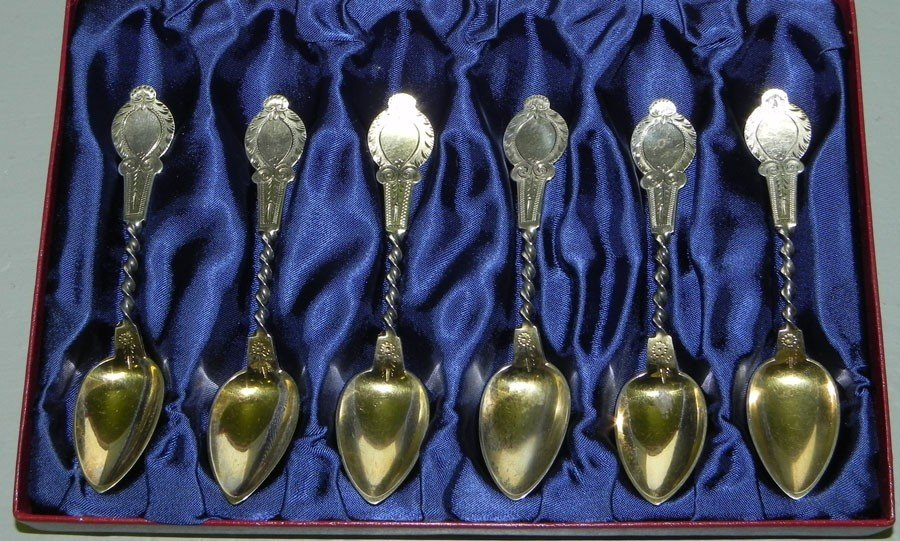 34: Set  6 unmarked silver & gold dipped tea spoons.