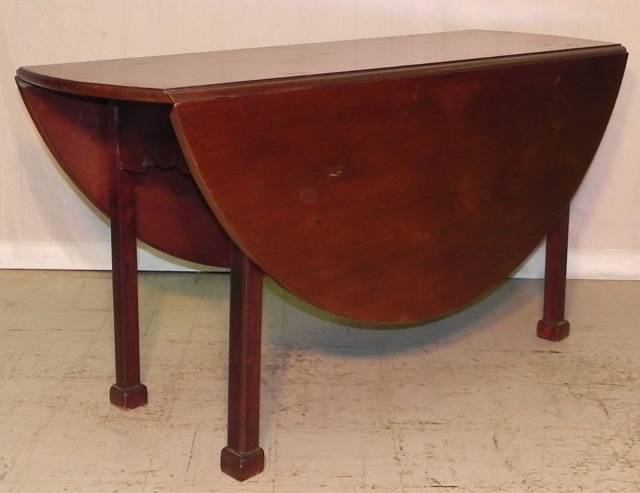 15: Marlborough foot Georgian mahogany wake table.