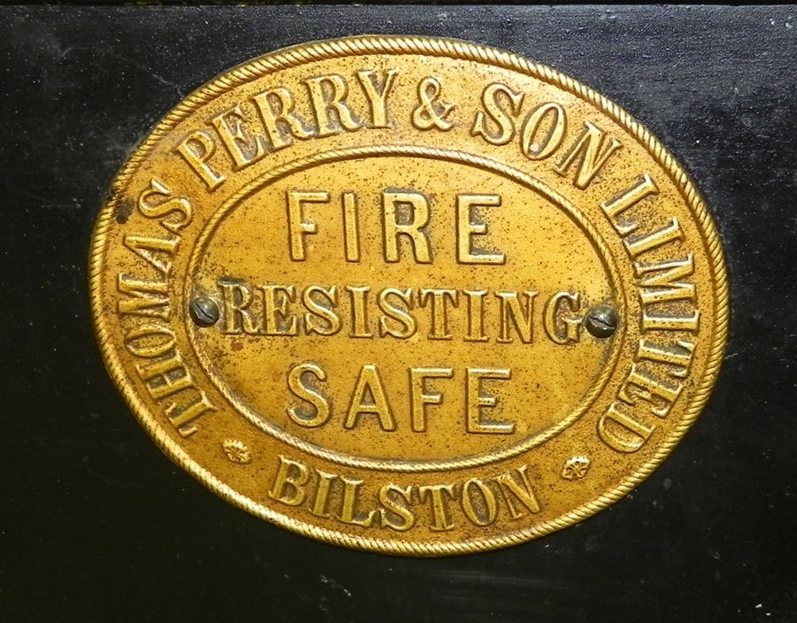 333: Cast iron safe by Thomas Perry & Son, Ltd.   - 2