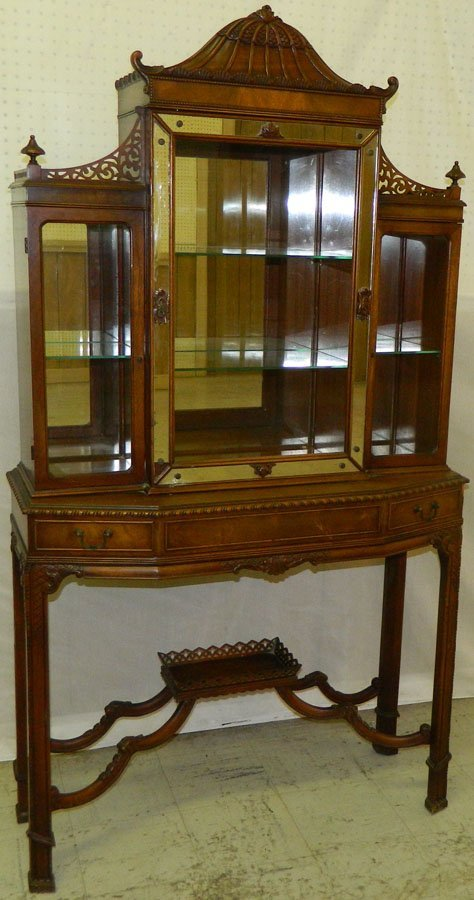 Chinese Chippendale pagoda top curio.