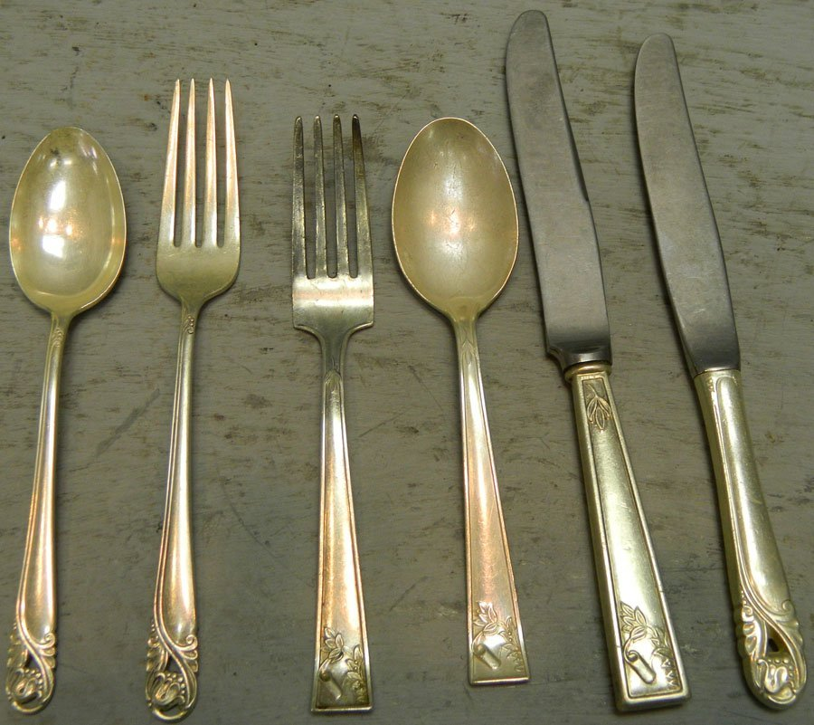Six pieces of miscellaneous sterling.