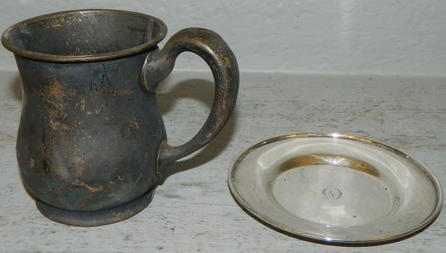 Sterling nut dish and a sterling cup. 5.59 troy oz
