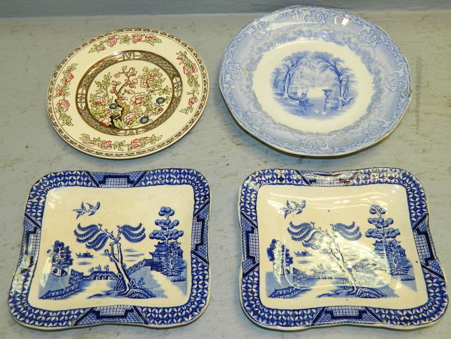 2 early Blue Willow trays; 2 antique English plates.