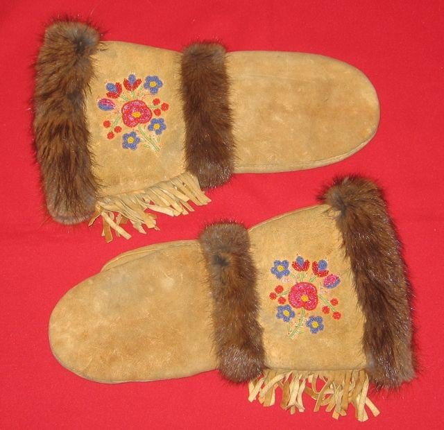 21: Vintage Métis Beaded Chopper Mittens