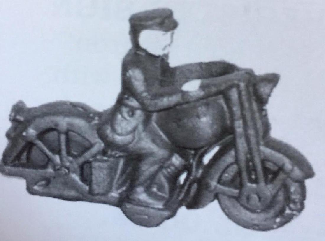 CAST IRON MOTORCYCLE W/ POLICEMAN TOY
