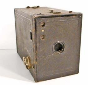 VINTAGE NO 2 BROWNIE BOX CAMERA