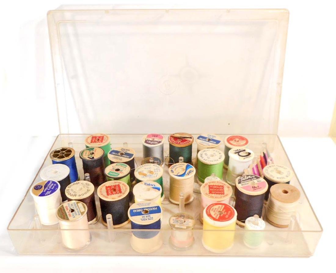 LOT OF VINTAGE SEWING THREAD SPOOLS IN CASE