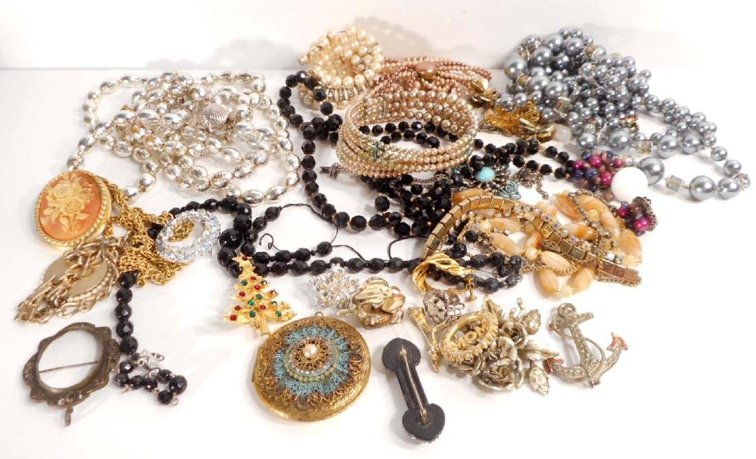 LOT OF VINTAGE COSTUME JEWELRY