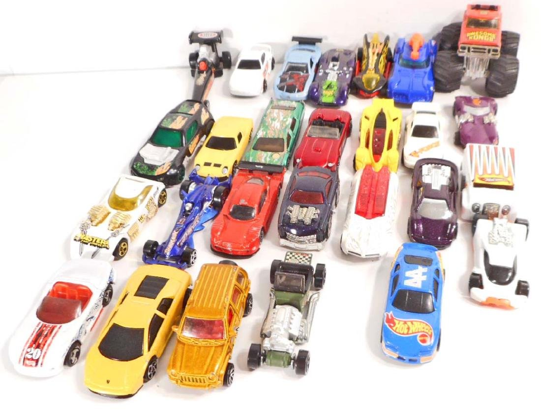 LARGE LOT OF VINTAGE TOY CARS