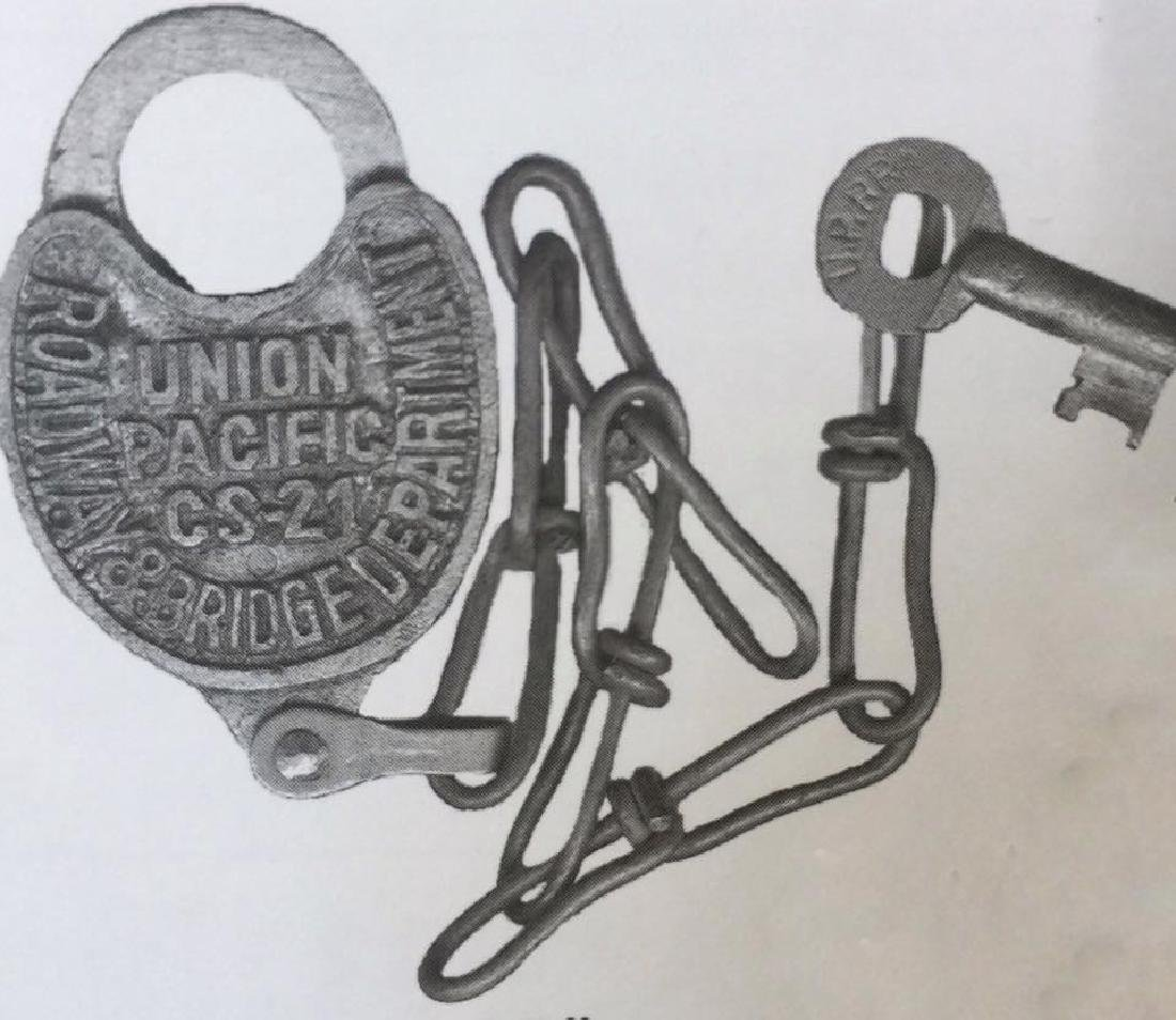 UPRR UNION PACIFIC RAILROAD PADLOCK W/ CHAIN AND KEYS -