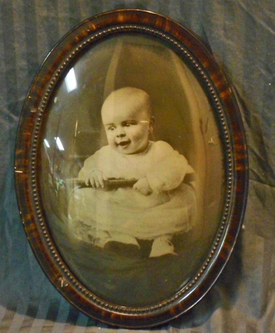 LARGE ANTIQUE PHOTO OF BABY IN OVAL CONVEX FRAME