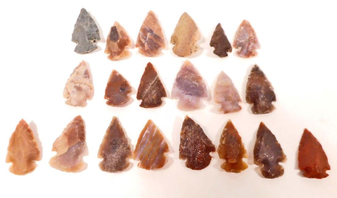 LOT OF 20 OHIO FLINT ARROWHEADS