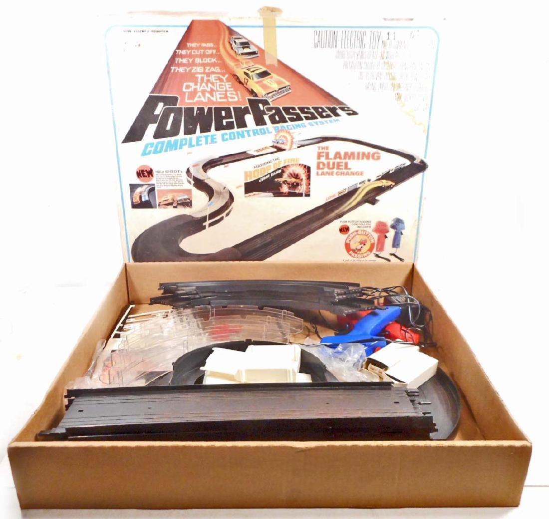 VINTAGE 1976 LIONEL POWER PASSER SLOT CAR RACING SET IN
