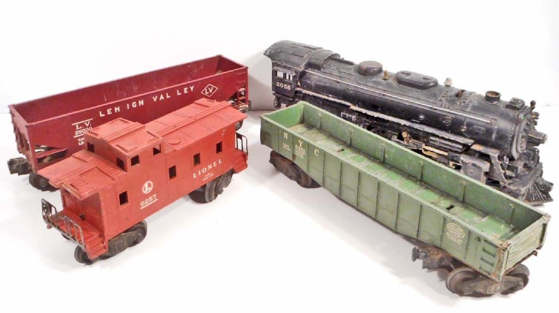 C. 1950'S LIONEL O-SCALE TRAIN SET W/ ENGINE 2055