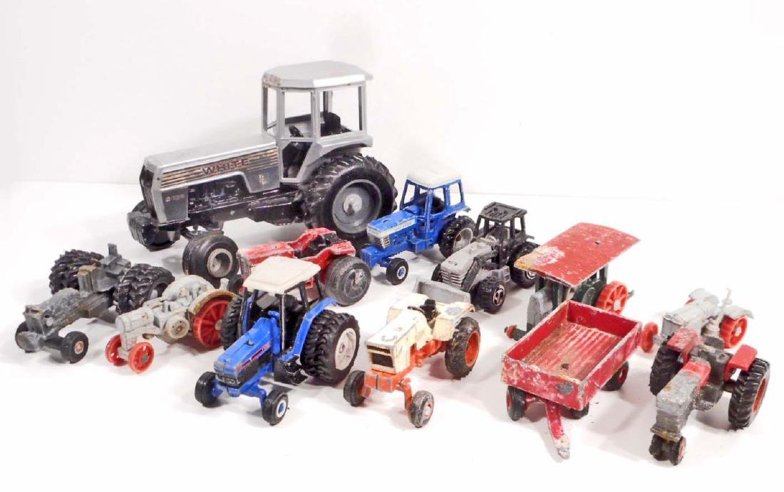 LARGE LOT OF VINTAGE TOY TRACTORS